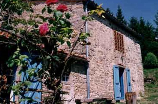 Strutture in autogestione centro italia rifugio la facciola for Casa vivente del sud progetta la casa colonica